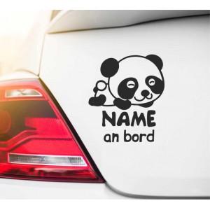 Baby im Auto mit Panda
